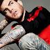 Adam Lambert divulgou nome e informações sobre novo álbum