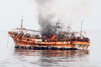 ASAP menjulang dari kapal Ryou-Un Maru.