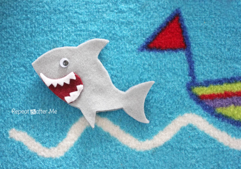Repeat Crafter Me: Felt Shark Finger Puppet