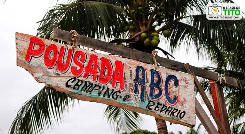 Placa da Pousada ABC, na vila do Algodoal, na ilha de Maiandeua, no Pará