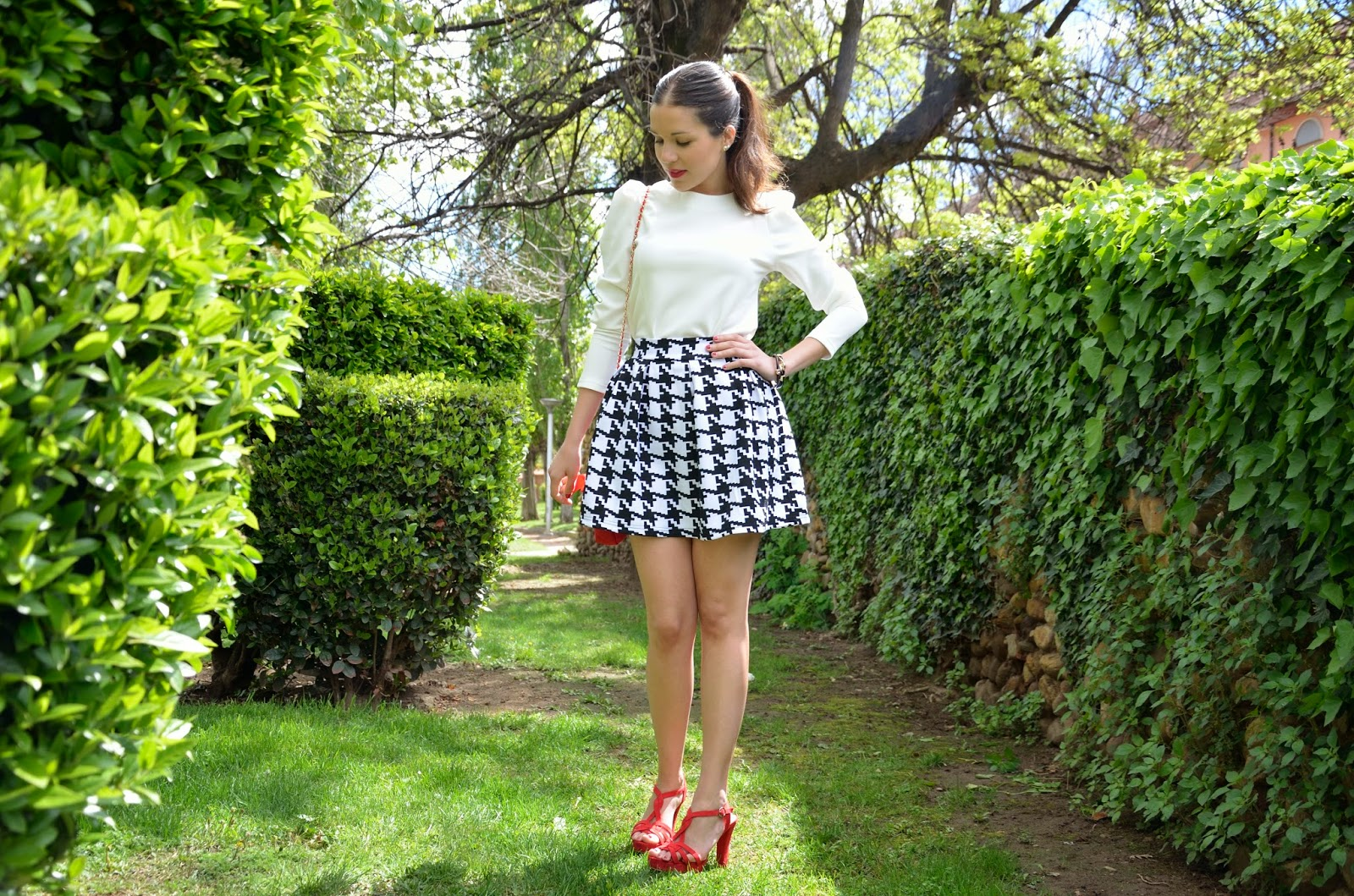 lady-look-skirt-black-white-red
