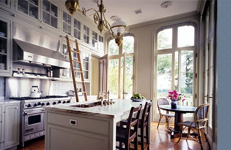 Some great ideas for decorating kitchens in a farmhouse style there