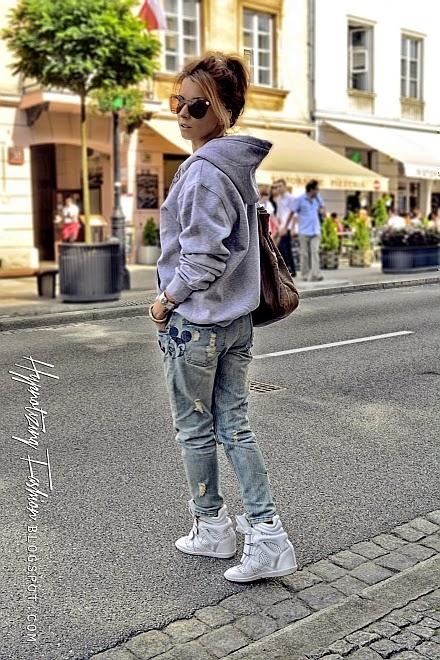 stylizacja oversize sneakersy