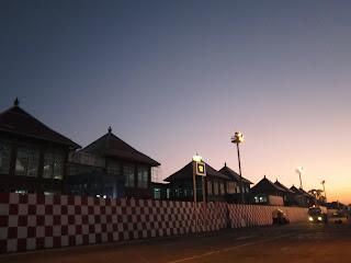 Bandara Ngurah Rai dengan Bangunan Bali