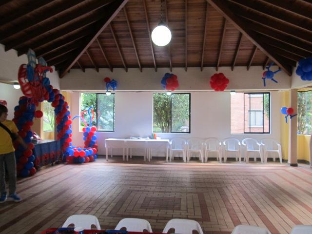 Decoracion de globos del hombre ara a fiestas tematicas - Decoracion de aranas ...