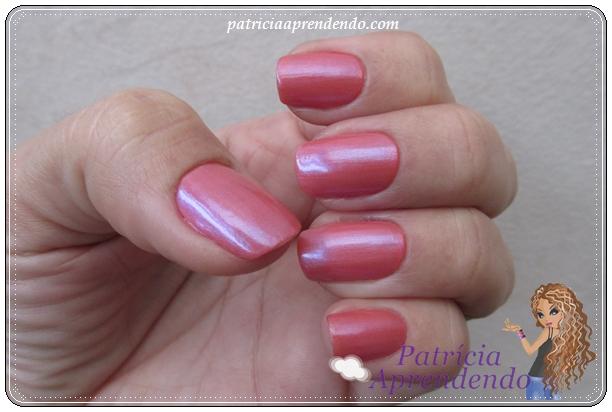 Coral e branquinho que virou rosa com shimmer azul