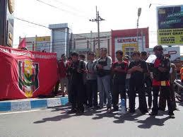 Mahasiswa Shalat Ghaib bagi korban tewas