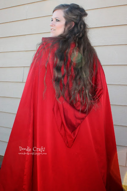 http://www.doodlecraft.blogspot.com/2013/10/red-hooded-cape.html