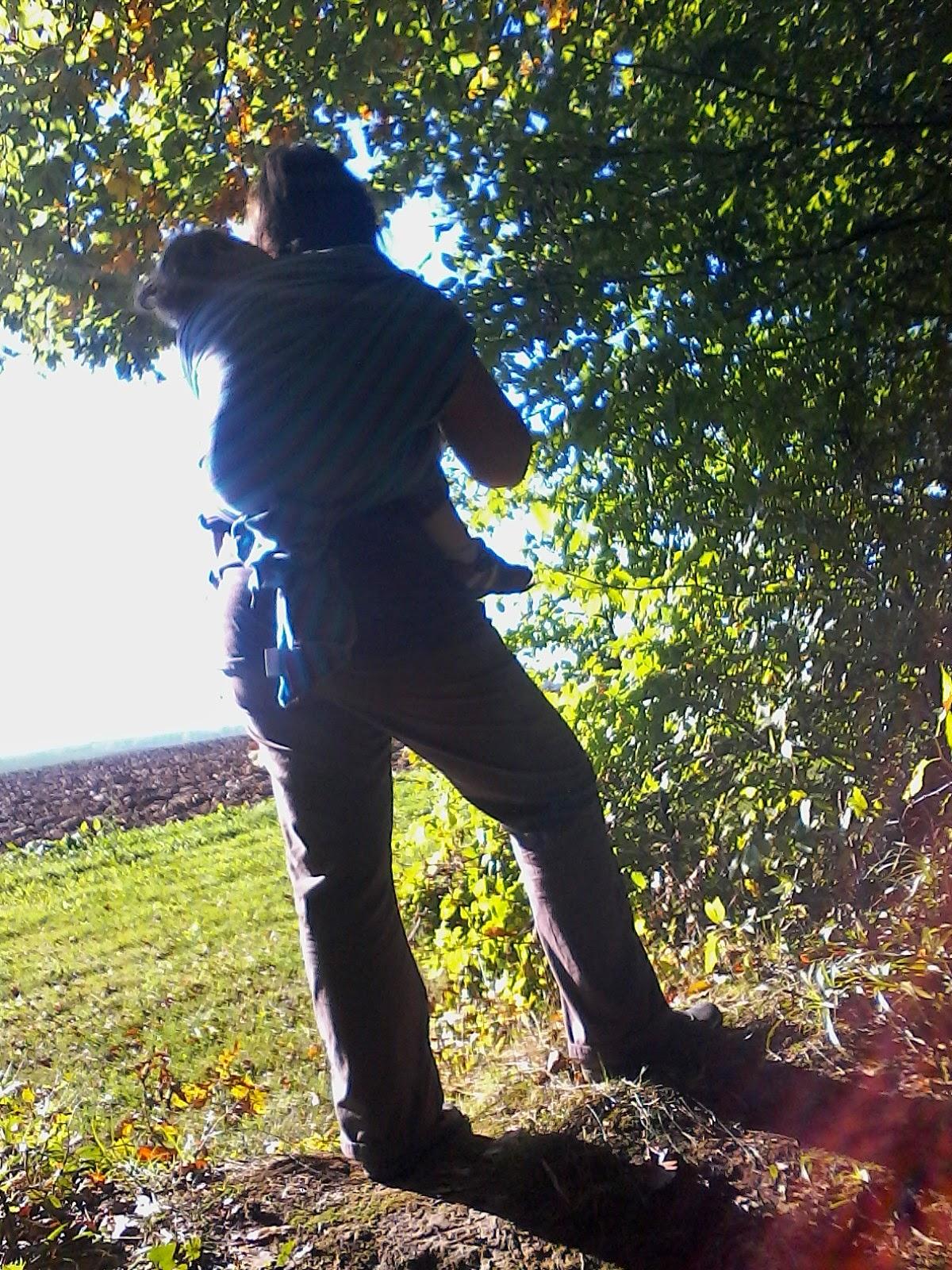 portage écharpe bébé néobulle neobulle forêt promenade famille enfants nature maternage