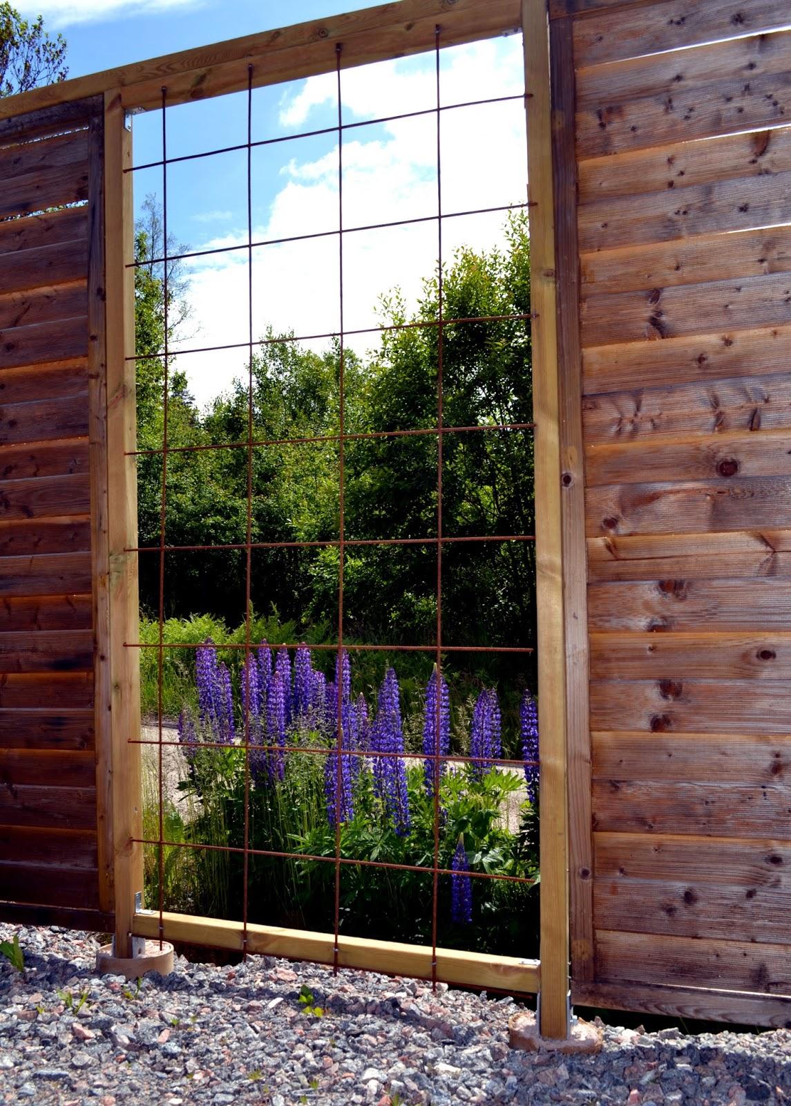 Trädgård plank trädgård : VisaLiza : Grus och blommor