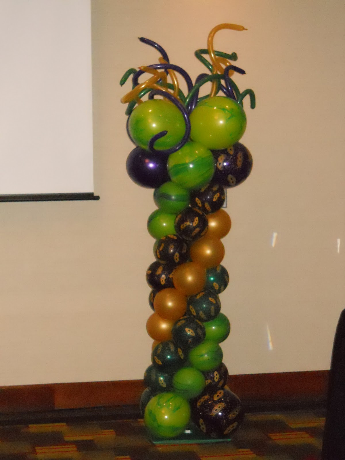 Celebrate the day mardi gras themed balloon decorations