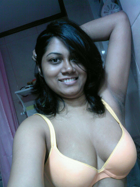 Big Boobs Indian Aunty Selfshot - Desi Indian Aunty Pics