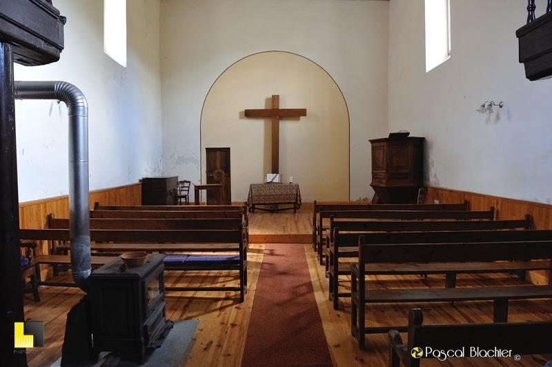 intérieur en bois de l'église de valdrome