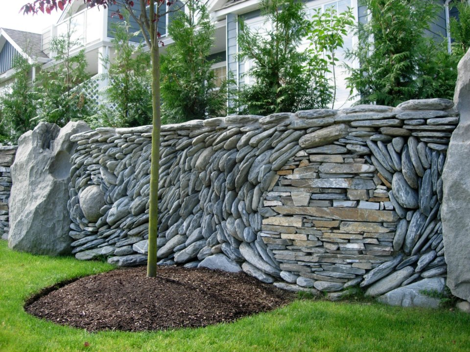 great option for a front entry retaining wall minus the tree