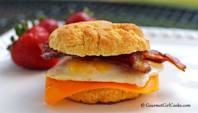 ... : Low Carb Bacon-Egg-n-Cheese Breakfast Sandwiches - Happy Sunday