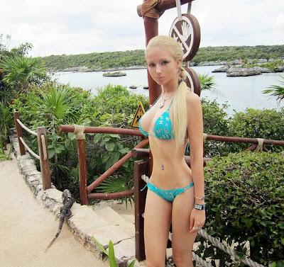 valeria-lukyanova-sexy-bikini