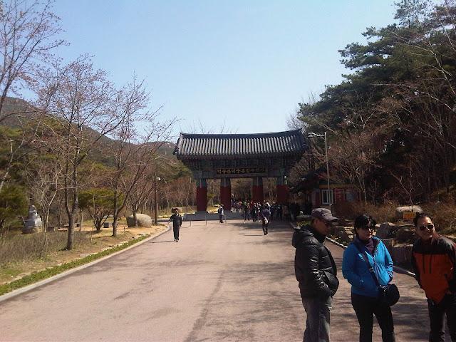 Sudok-Sa Monastery entrace