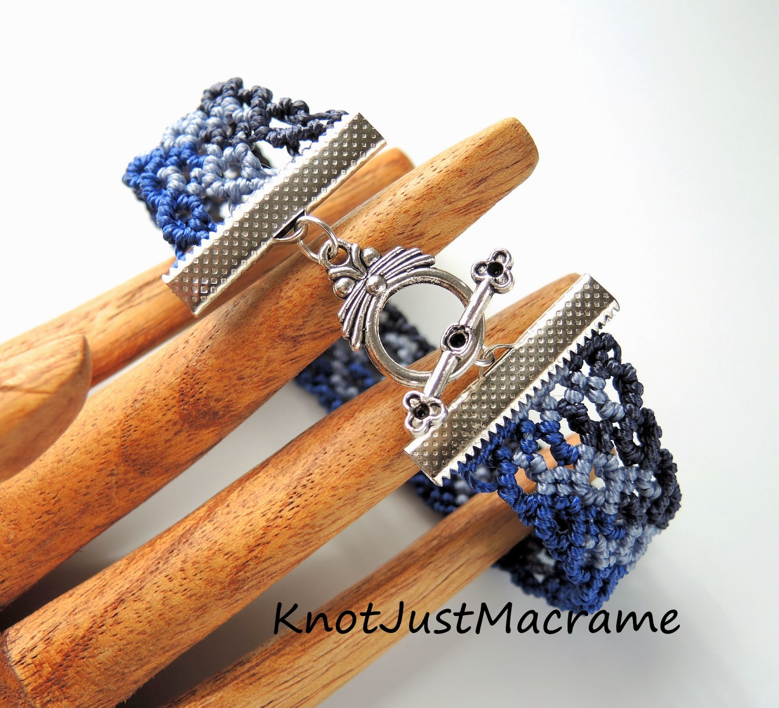 Curves Micro macrame bracelet pattern by Knot Just Macrame