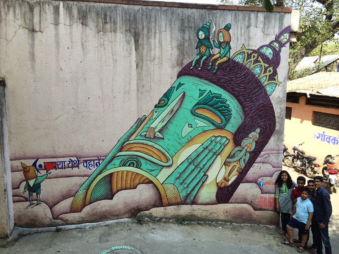 While we discovered some of their previous pieces in Goa a few days ago, VitaeViazi are still traveling through India where they just dropped a series of new artworks.