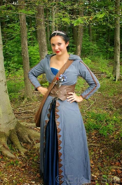 http://eatsleepwritesew.blogspot.com/2014/07/kahlan-green-outfit-update.html