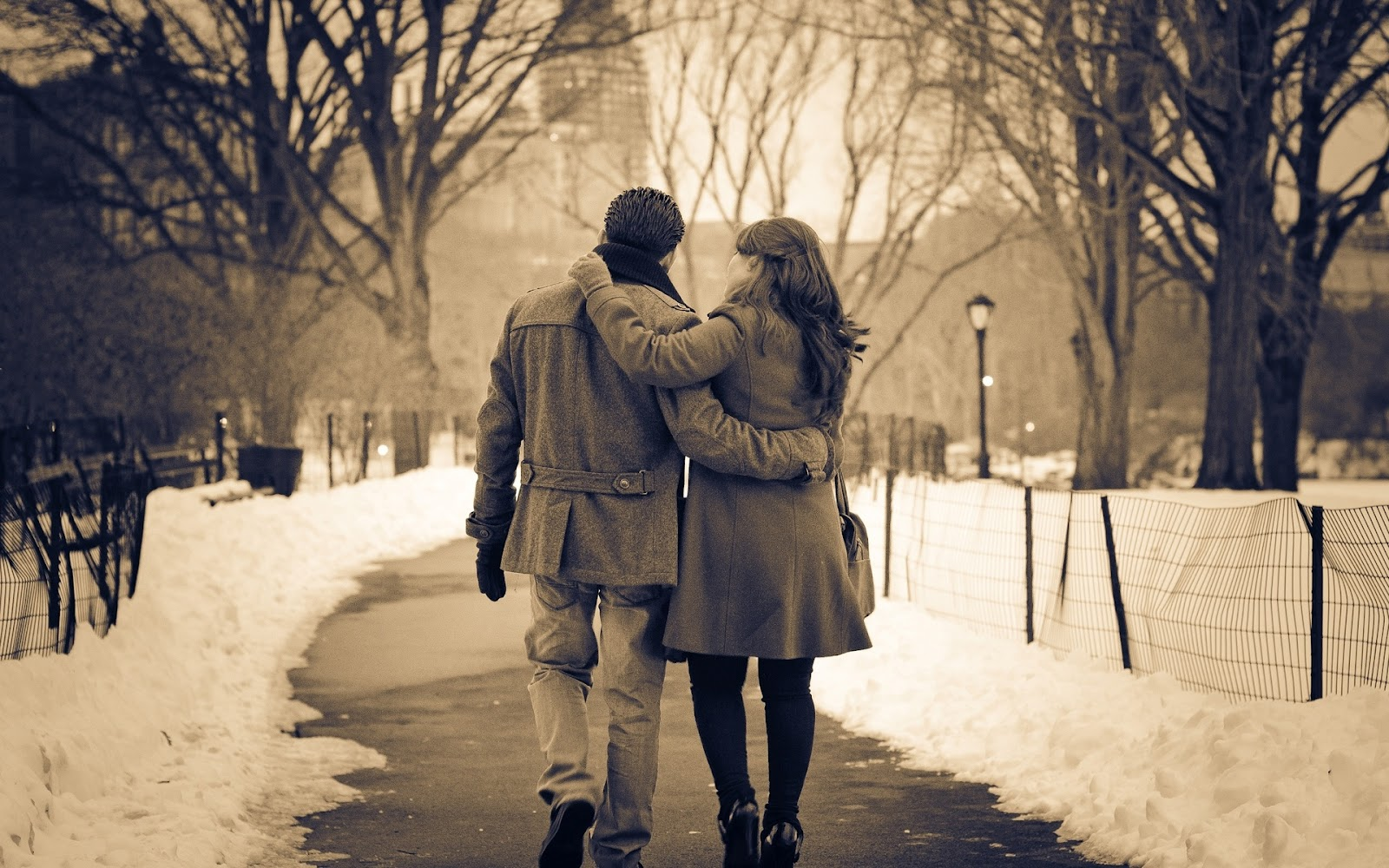 http://3.bp.blogspot.com/-buQeVO9jSNM/T2wBj0kmsrI/AAAAAAAAAMs/uqJ0nl1rFUw/s1600/Wallpaper-winter-garden-a-park-a-couple-in-love-girl-boy-mood.jpg