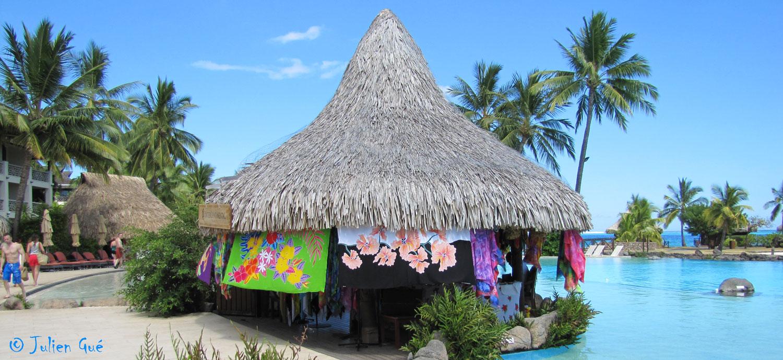 Tahiti ses les et autres bouts du monde le pareo polyn sien for Agnes b la maison sur l eau