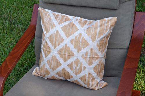 iLoveToCreate Blog: West Elm Inspired DIY Throw Pillows for Cheap!