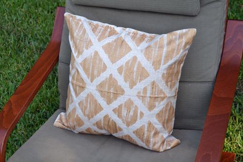ilovetocreate blog west elm inspired diy throw pillows. Black Bedroom Furniture Sets. Home Design Ideas