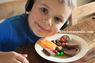 Mengatasi Anak yang Kecanduan / Suka Makan Permen, Coklat & Manisan