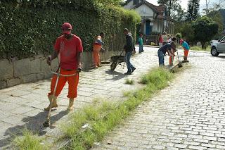 Limpeza nas ruas do Alto em Teresópolis RJ