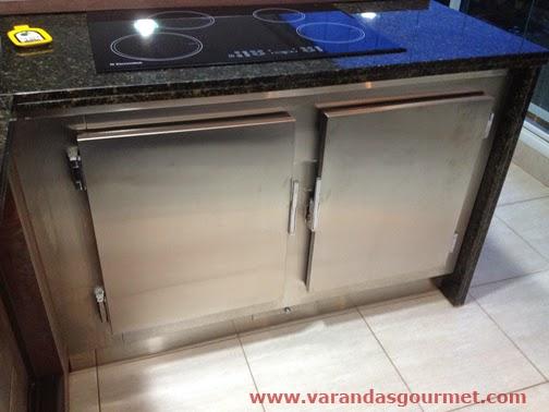 Balcão refrigerado com 2 portas em aço inox escovado