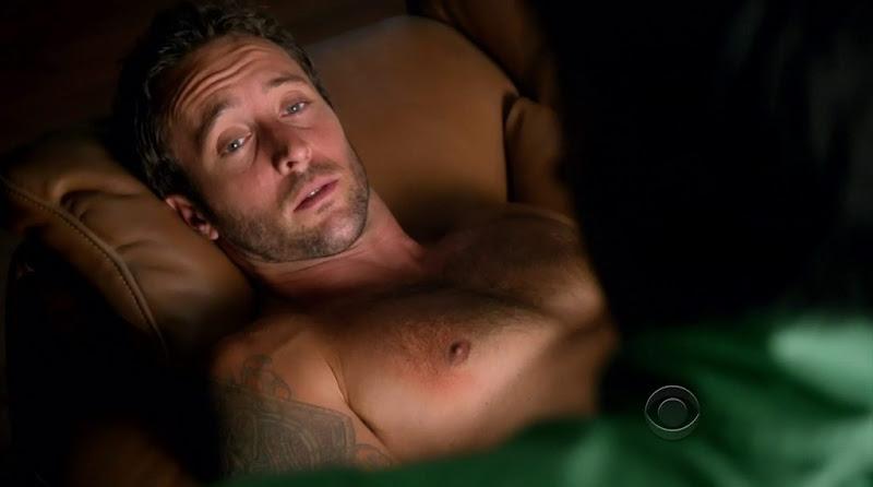 Alex O'Loughlin Shirtless in Hawaii Five-0 s2e01