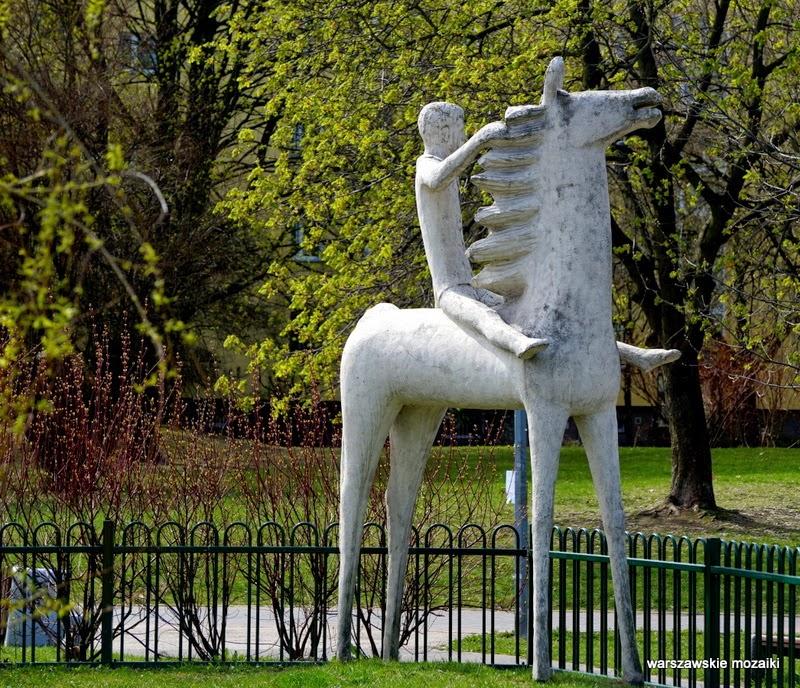 Warszawa Ursynów Kopa Cywila parki warszawskie zieleń rzeźba chłopiec na koniu