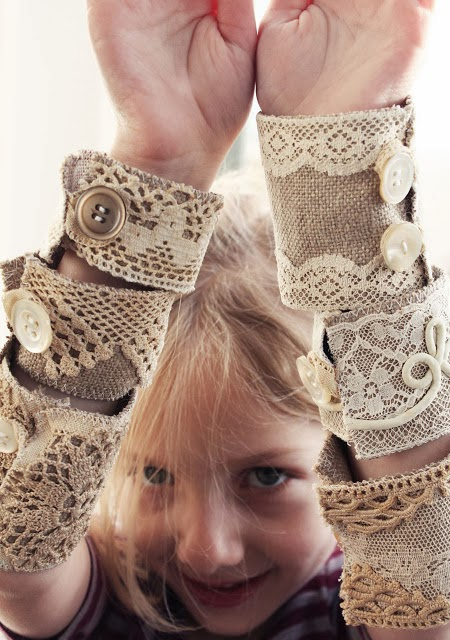http://www.style-diaries.com/2012/01/lace-doilies.html