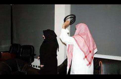 رجل سعودى يطلق زوجته أمام الناس فى المطار بسبب لا يصدق