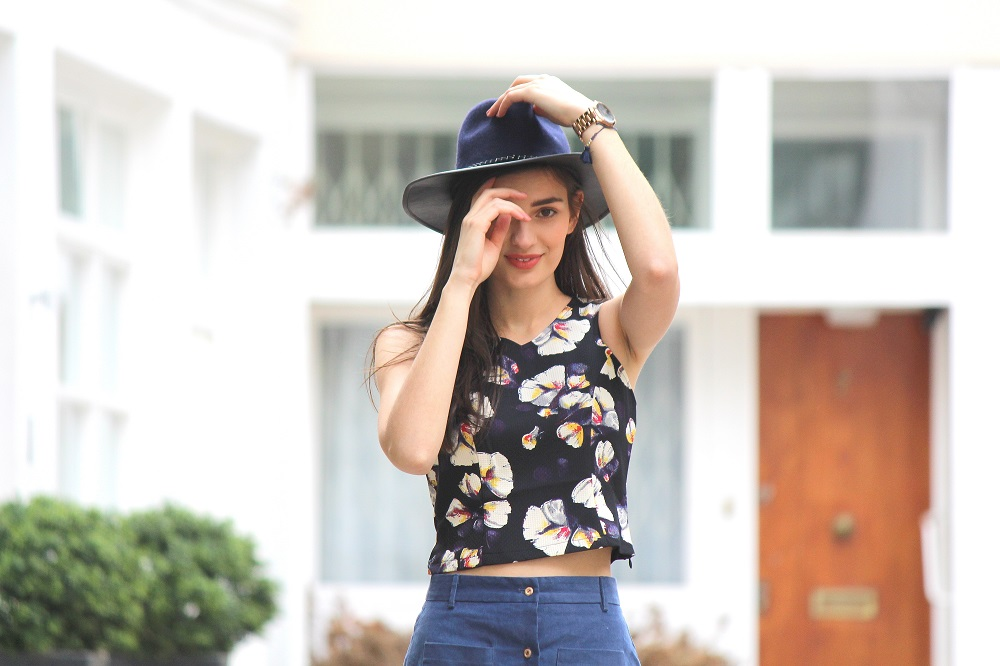 peexo fashion blogger wearing fedora and floral crop top