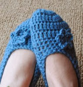 http://translate.googleusercontent.com/translate_c?depth=1&hl=es&rurl=translate.google.es&sl=en&tl=es&u=http://www.cre8tioncrochet.com/2012/11/fitted-slippers-crochet-pattern-free-for-a-limited-time/&usg=ALkJrhh-7O56euGqSRMcKHJL8RAKqP69HA