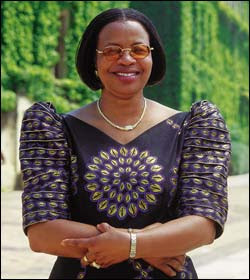 Graça Machel nomeada presidente da Escola de Estudos Orientais e Africanos de Londres