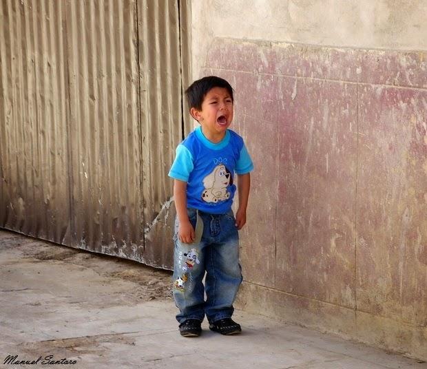 Luya, bambino arrabbiato con i suoi genitori