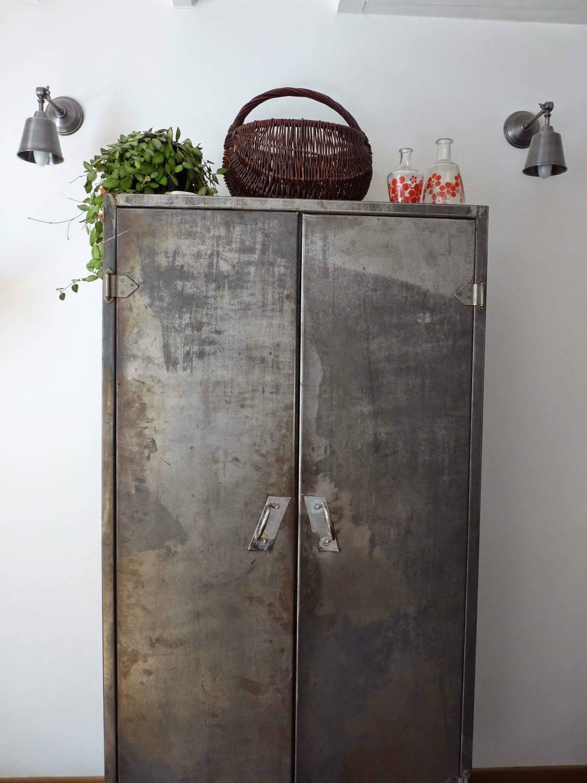 rue rivoirette diy mon armoire m tallique d cap e. Black Bedroom Furniture Sets. Home Design Ideas