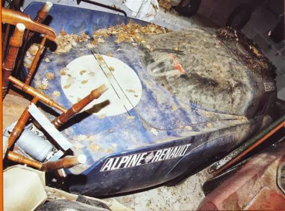 Les épaves - Page 5 Alpine-a210-junkyard-3
