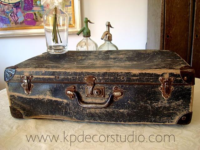 Venta de maletas antiguas para decoración de interiores, productoras de cine, escaparates y decorados antiguos