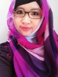 foto cantik muslimah berkacamata