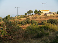 Les masies Filomera i els Plans des de l'altra costat de la vall