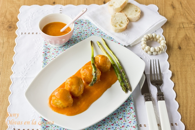 Alb ndigas de merluza olivas en la cocina - Guarnicion para albondigas ...