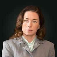 Julianne Nicholson ad Dr. Lillian DePaul