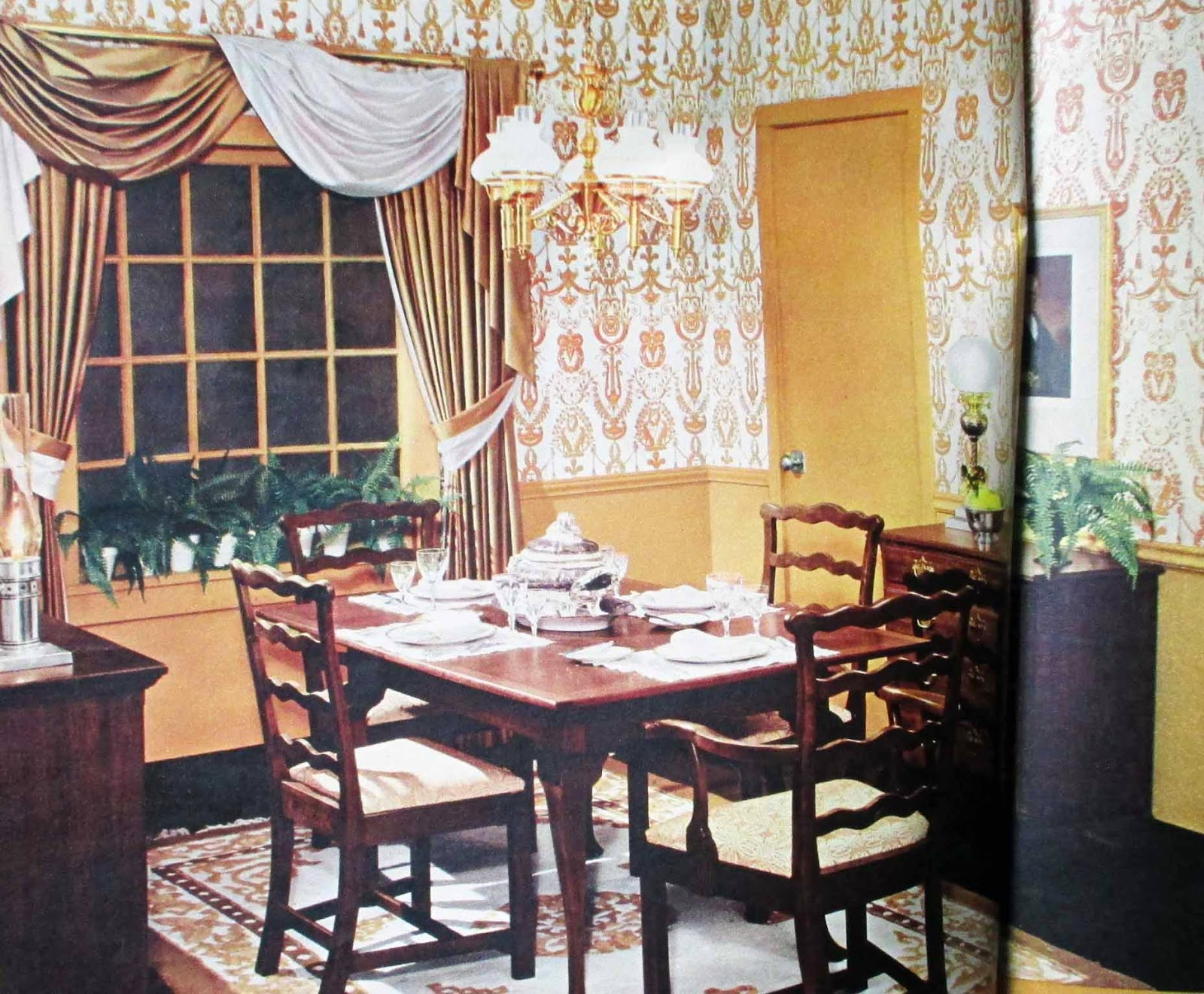 The literate quilter guide to traditional decorating for Dining room quilter