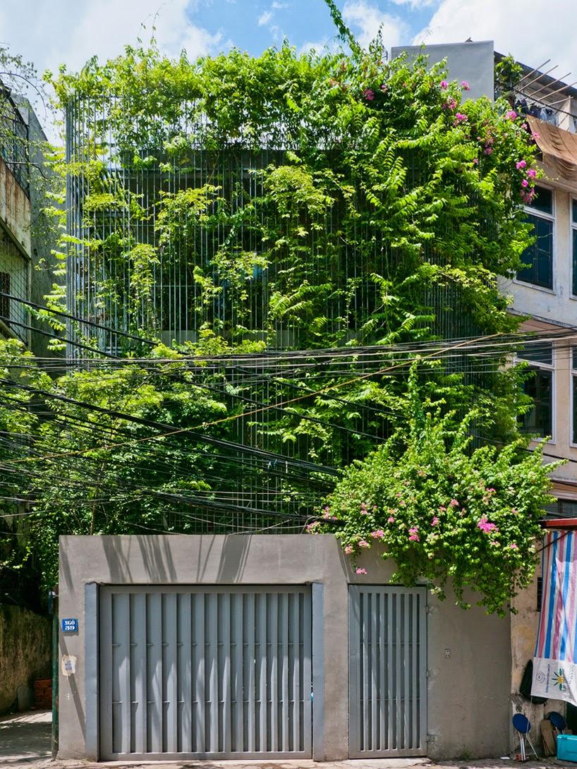 konsep-green fall-unsur-alami-segar-dan-asri-pada-desain-fasad-rumah-ruang dan rumahku-002