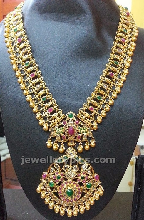 rosecut diamond emerald ruby necklace with medium legth made with gold