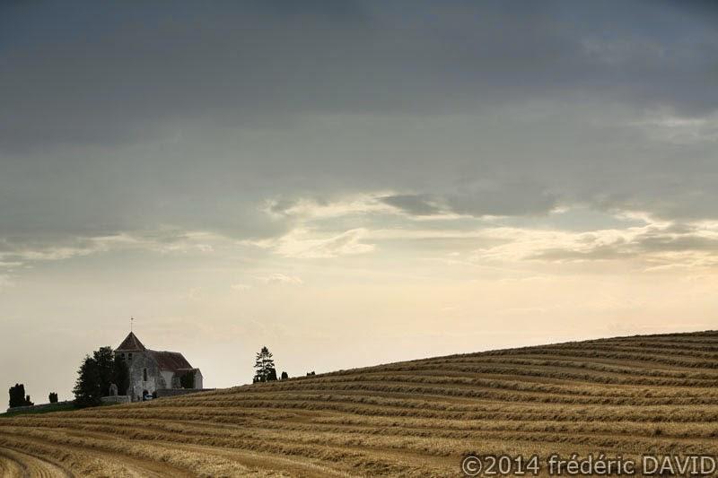 nuages orage pluie champ moisson chapelle La Genevraye Seine-et-Marne